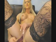 Seksowna mamuśka lubi się dotykać w miejscach intymnych