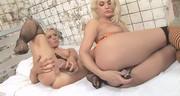 Fajne blondyny cudownie się masturbują