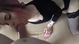 Młoda Rosjanka z penisem w ustach