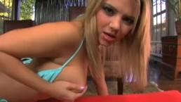 Ashlynn Brooke w błękitnym bikini