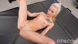 Seks z wysportowaną Kiara Cole