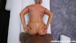 Murzynek ubóstwia jej tłustą dupeczkę
