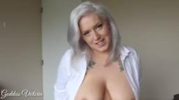 Seksowna mama z krągłymi cycuszkami