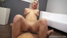 Opalona i seksowna Rosjanka