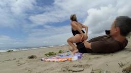 Seks na plaży nad możem