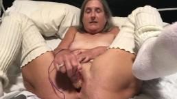 Stara dama fajnie się masturbuje