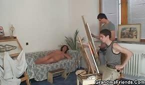 Artyści posuwają starą modelkę
