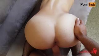 Amatorka w pończochach kocha seks na pieska