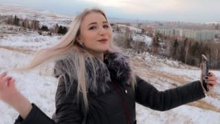 Publiczny seks na śniegu z blond lalunią
