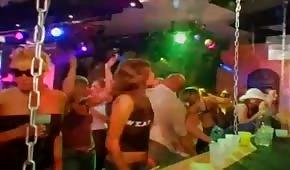 Grupowe porno w nocnym klubie