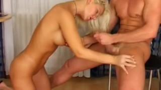 Głębokie gardło blond babeczki