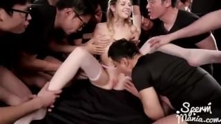 Sperma wycieka z cipki blond laseczki