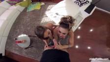 Trójkąt z Abigail i Jessica