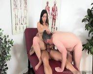 Seksowna sucz i jej bi mąż