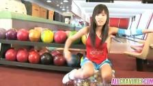 Cheerleaderka w kręgielni