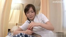 Osiemanstoletnia Azjatka bierze penisa w łapkę