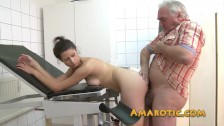 Stary dziad młoda panna