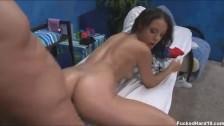 Laska lubi seks podczas masażu