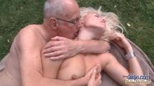 Dziadek złowił świerze mięsko