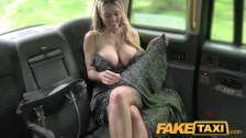 Z mamusią w taksi