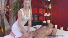 Napalona masażysta dosiada faceta