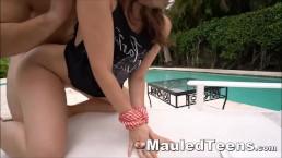 Seks przy basenie z dobrą laseczką