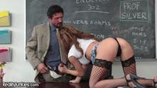 Seksowna studentka oddaje się nauczycielowi