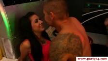 Seks z imprezującymi niuniami