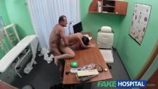 Seksik w szpitalu z czarnowłosą babeczką