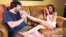 Wylizał jej seksowne stopy