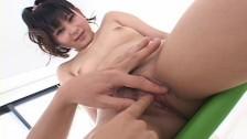 Bawi się jej azjatycką piczką