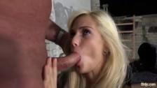 Seks z blondi w pracy