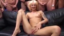 Gangbang szczupłej mamuśki