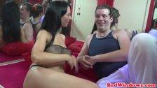 Gorąca prostytutka potrafi zadowolić klienta