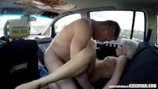 Wyruchał seksowną blondyneczkę w taksówce