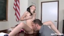Uczennica ma ochotę na swojego nauczyciela