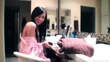 Piękna Catie Minx w wannie