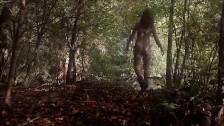 Piękna laseczka w lesie