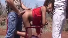 Seks na pustyni z brunetką