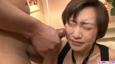 Akina Hara obrabia pałki