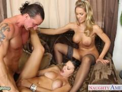 Gorąca Carmen i Nicole ruchane w trójkącie