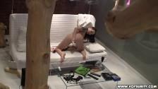 Masturbacja na sofie